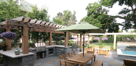 Photo of a backyard by Yardscapes, Inc