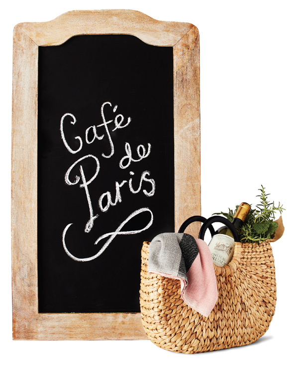 "A chalkbaord with with ""Café de Paris"" written on it."